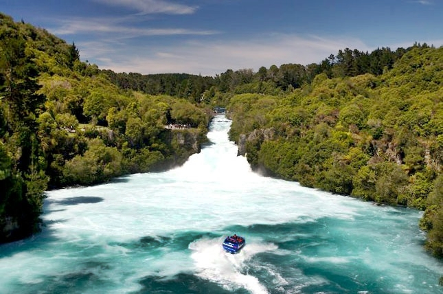 Hukafalls Jet in Taupo